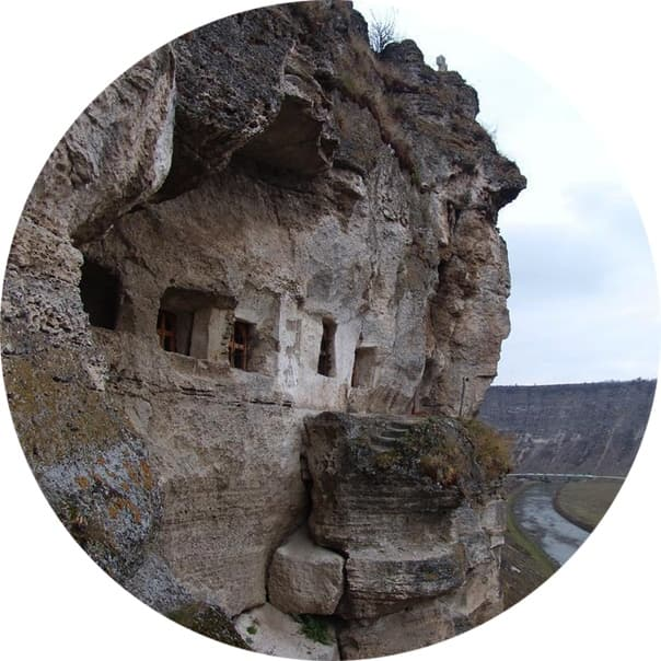 Скальный монастырь в горах